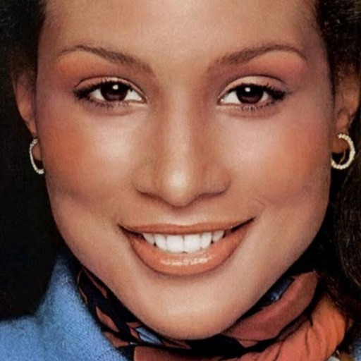 70s monochrome makeup look