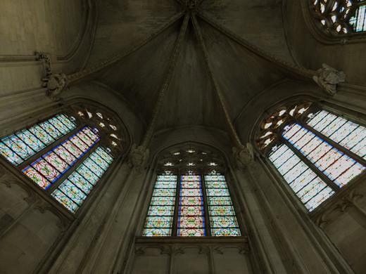 Vitraux de la nef du temple Saint-Martial en Avignon