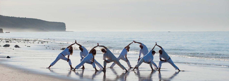 paradis-plage-yoga-on-the-beach-2-1370x485