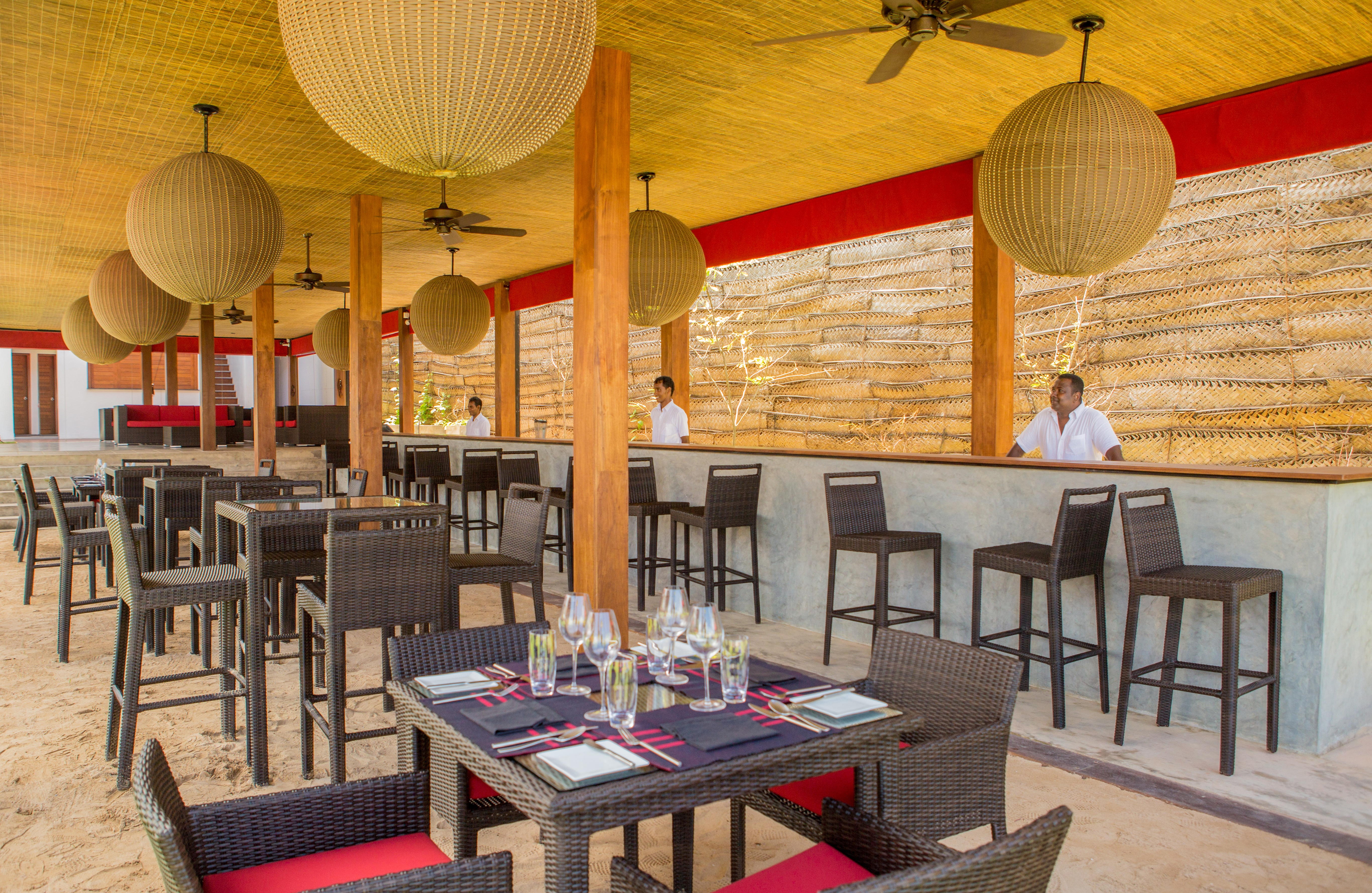 07 Restaurant & Bar