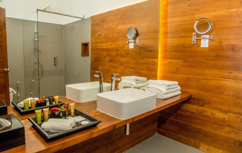 11 Superior Room (Toilet)
