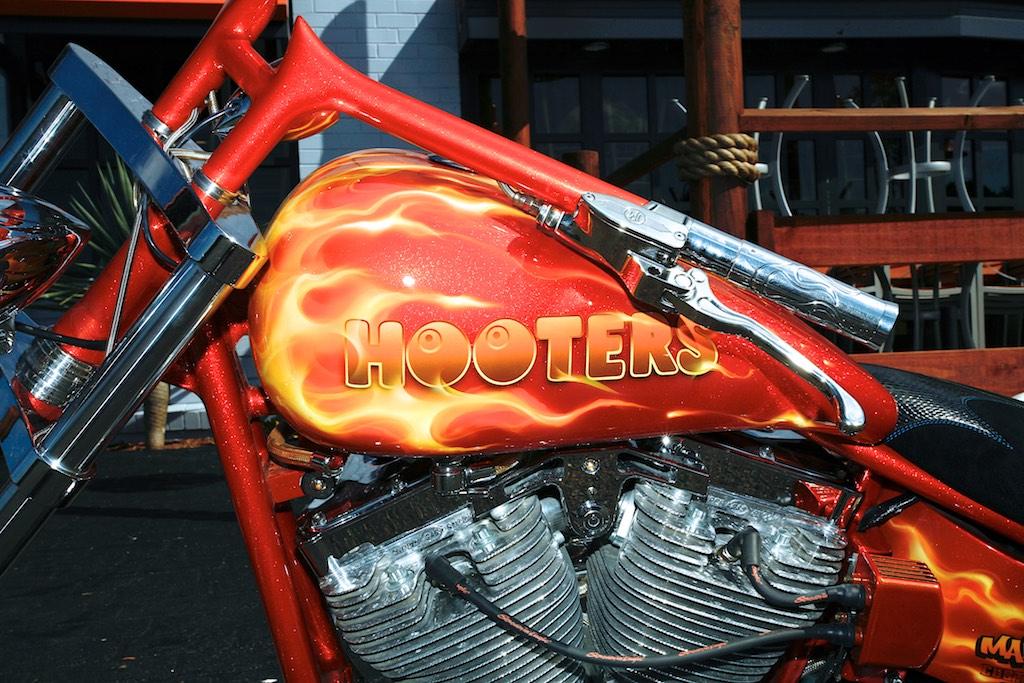 Hooters 87
