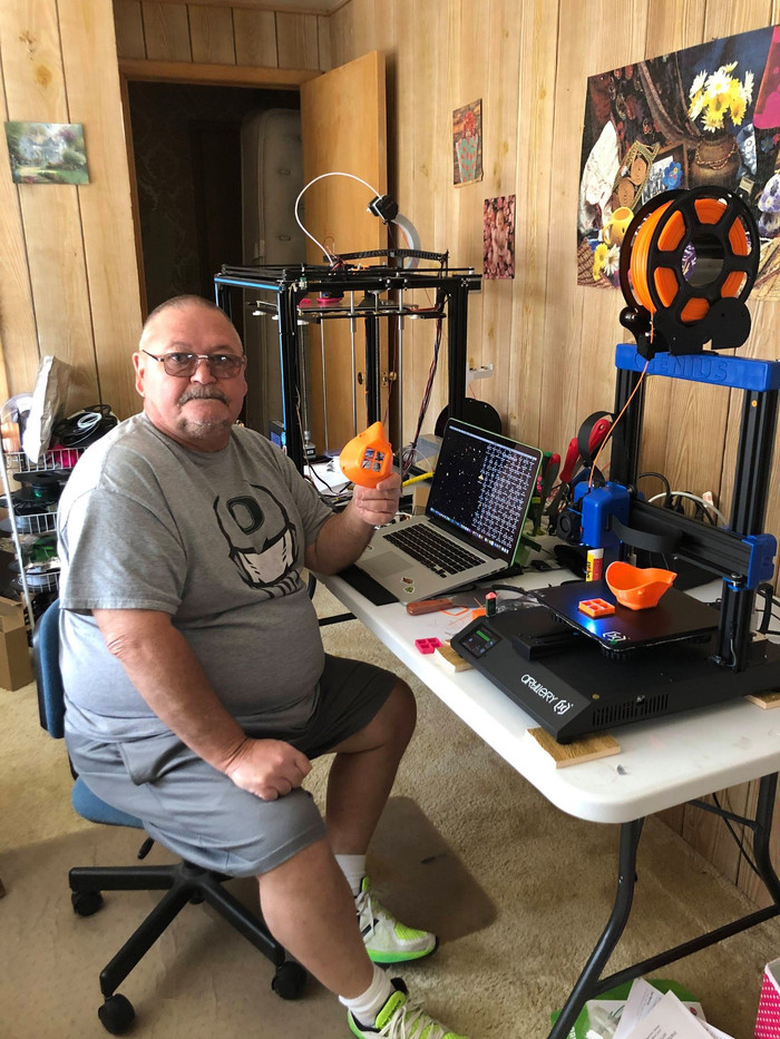Scott Mitchum with his 3D printer & 3D m