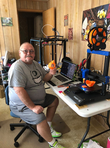 Scott Mitchum with his 3D printer & 3D m