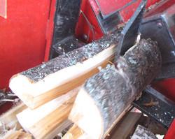 Расколка берёзовых дров