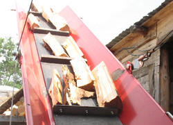 погрузка колотых дров для доставки