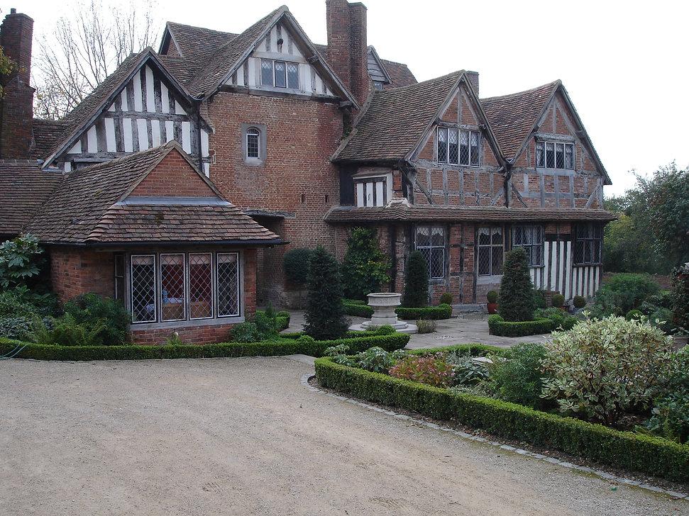 Tudor Topiary 5.jpg