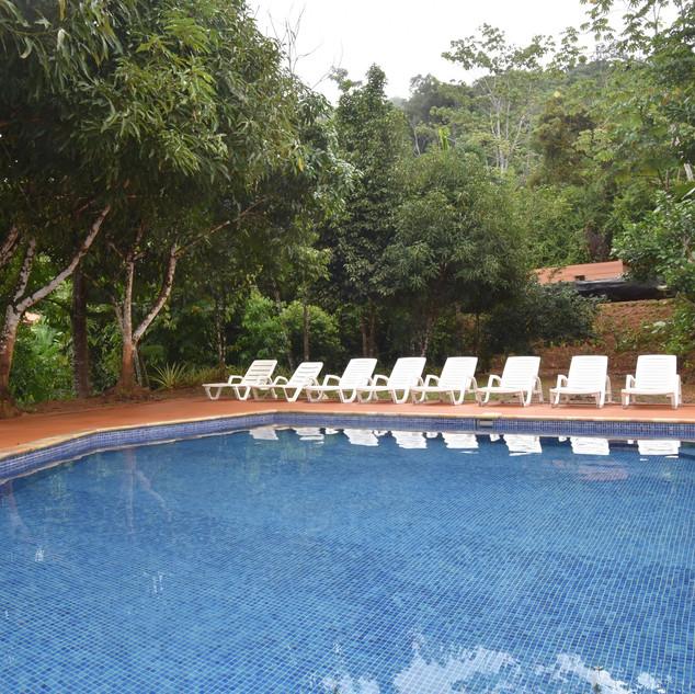 05-pool.jpg