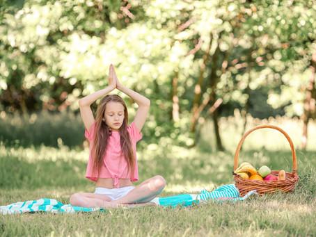 A découvrir : 9 postures de yoga enfant faciles et amusantes | Dynamite Yoga