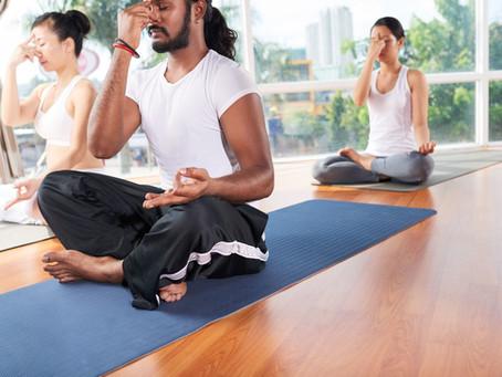 Découvrez 4 exercices de respiration en yoga et leurs bienfaits