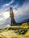 fissuradi-handstand1.jpg