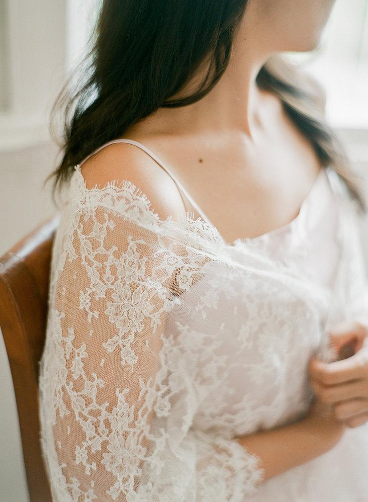 Detail of a lace kimono weared by a pretty girl
