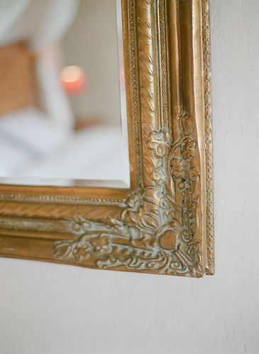 Detail of a lookig glass frame