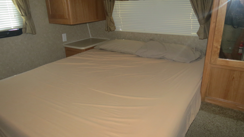 Puma queen bed