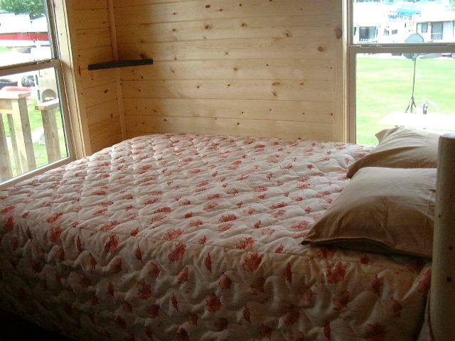 Cabin_B_bedroom