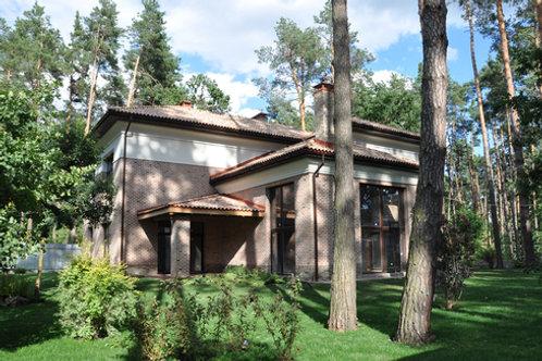 Новый коттедж в элитном районе Конча Заспы в лесу.