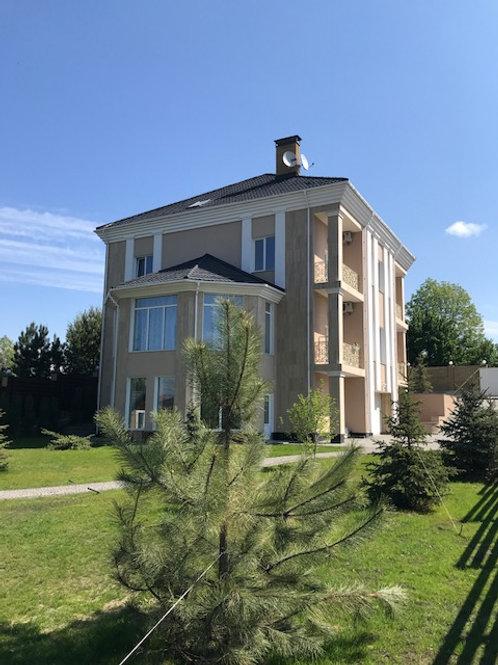 Лесники, дом в престижном пригороде Киева.