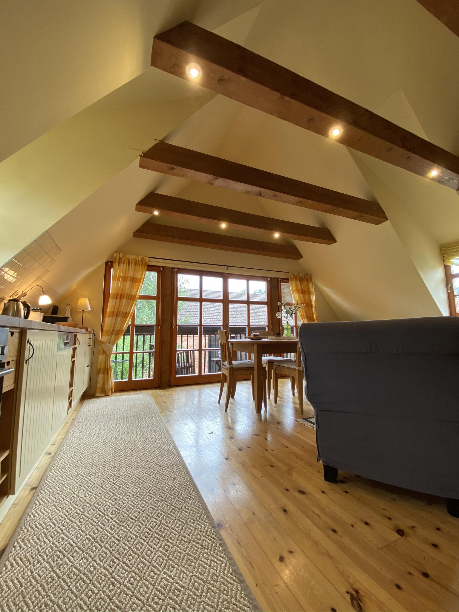 Küche + Wohnzimmer