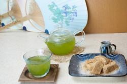 わらび餅と冷茶のセット
