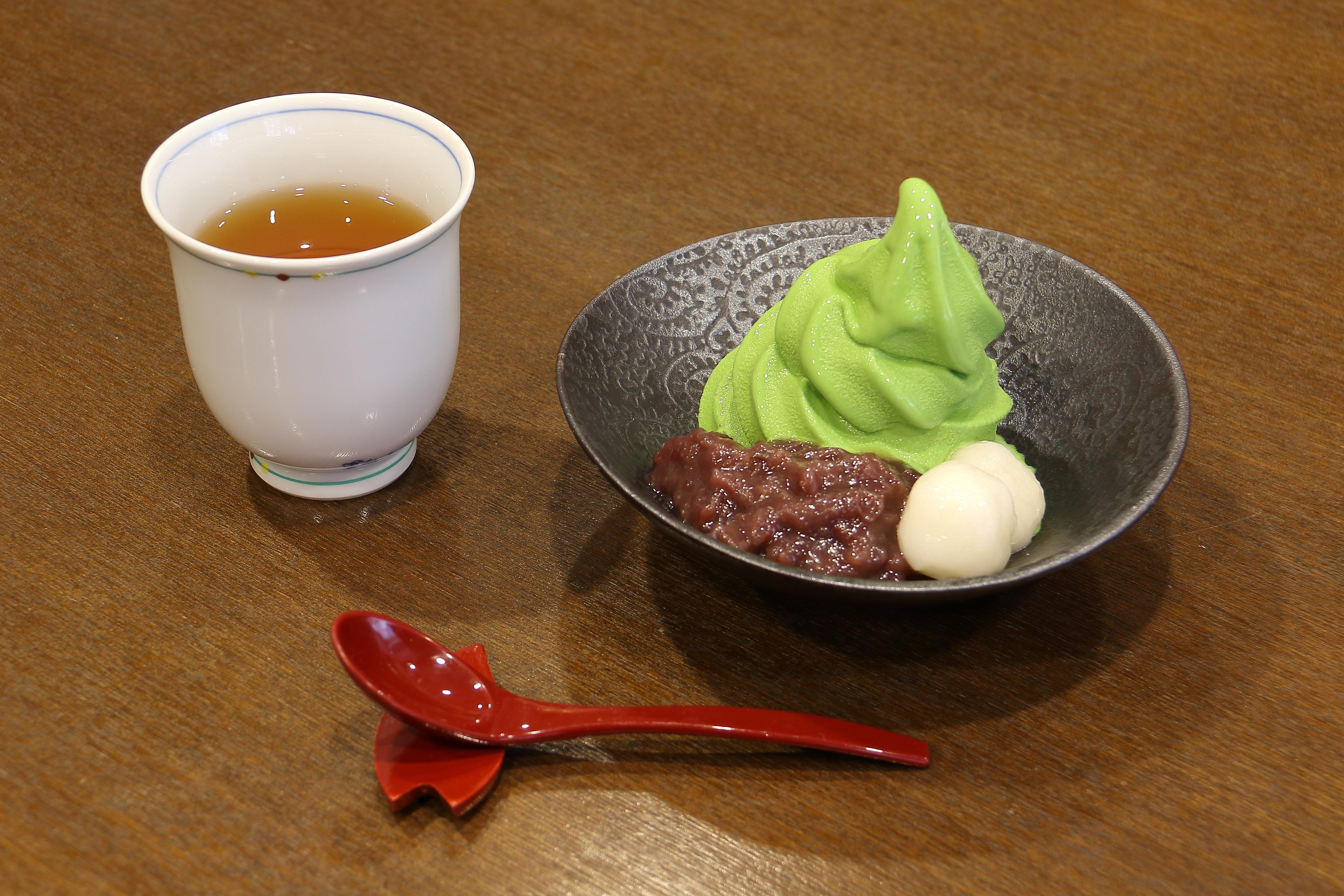 小倉山とほうじ茶のセット
