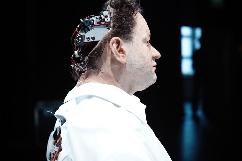 Une chimère entre l'humain et l'androïde animé.