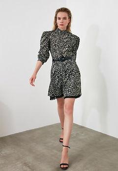 рокля с бухнали ръкави-бяло и черно рокля-дамски дрехи 2021-lubkailievakk.com