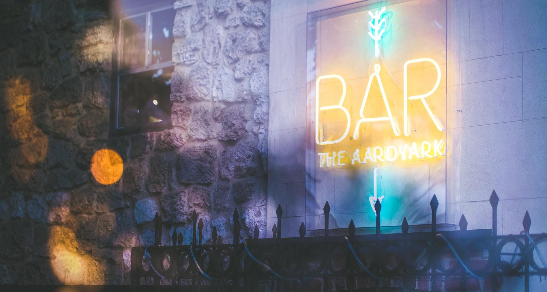 Bar Neon.jpg