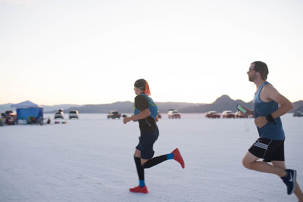 Bonneville Salt Flats runners race Dusk to Dawn