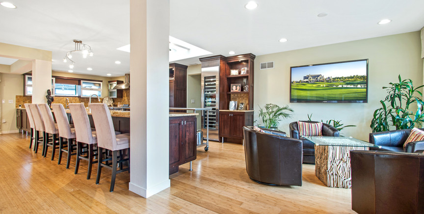 full kitchen and sitting area.jpg