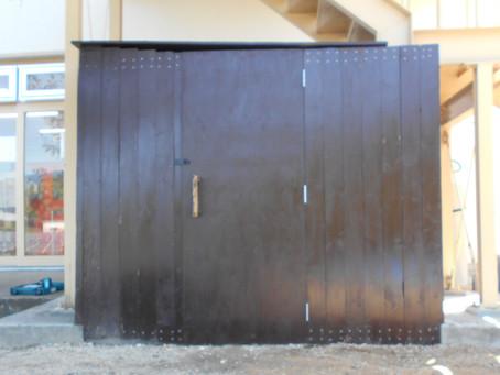 木工作業 もうすぐ倉庫が完成します!