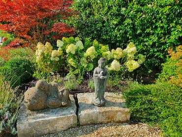 aménagement de jardin extérieux avec figure