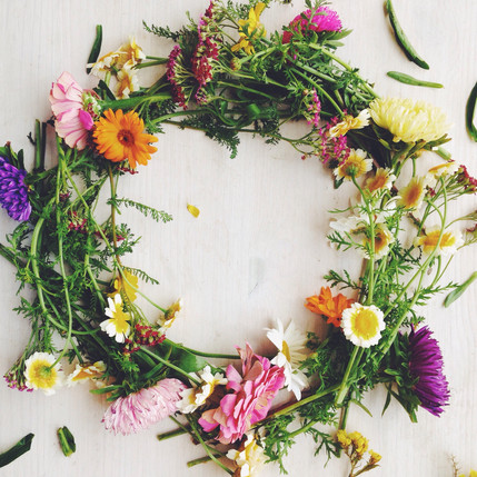 Summer wreath of garden flowers (1).jpg