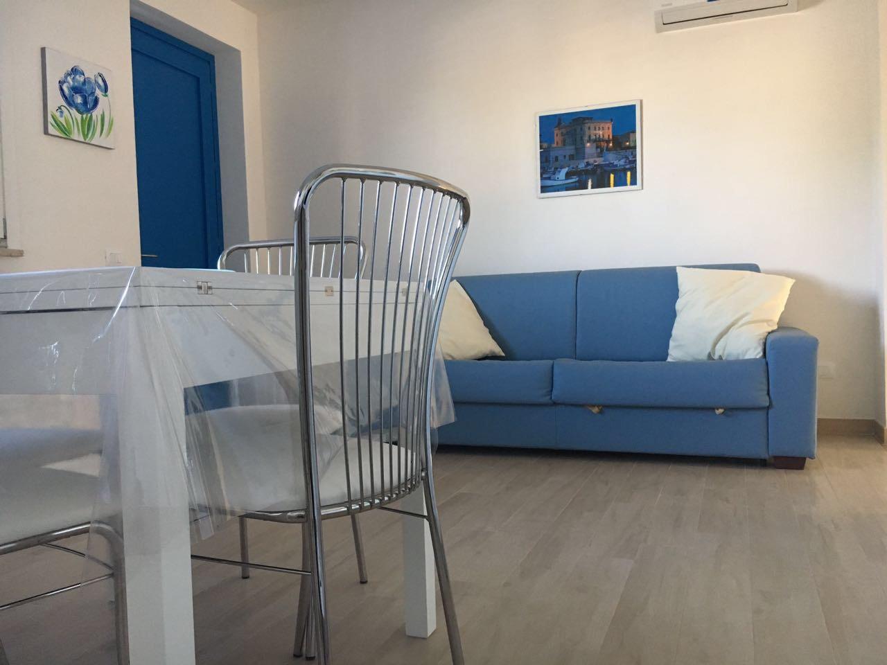 Soggiorno con divano letto   Appartamento Favignana   Casa Vacanze ...