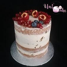 nudecake avec touches or et fruits frais