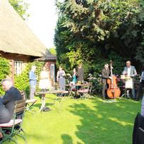 Gartenfest Hochzeit und französische Musik