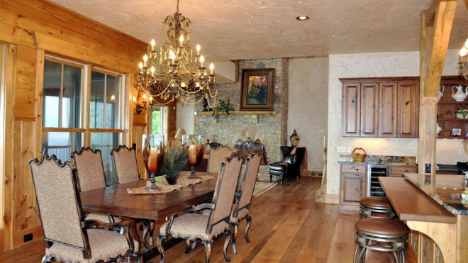 Dining Room w Furniture.png