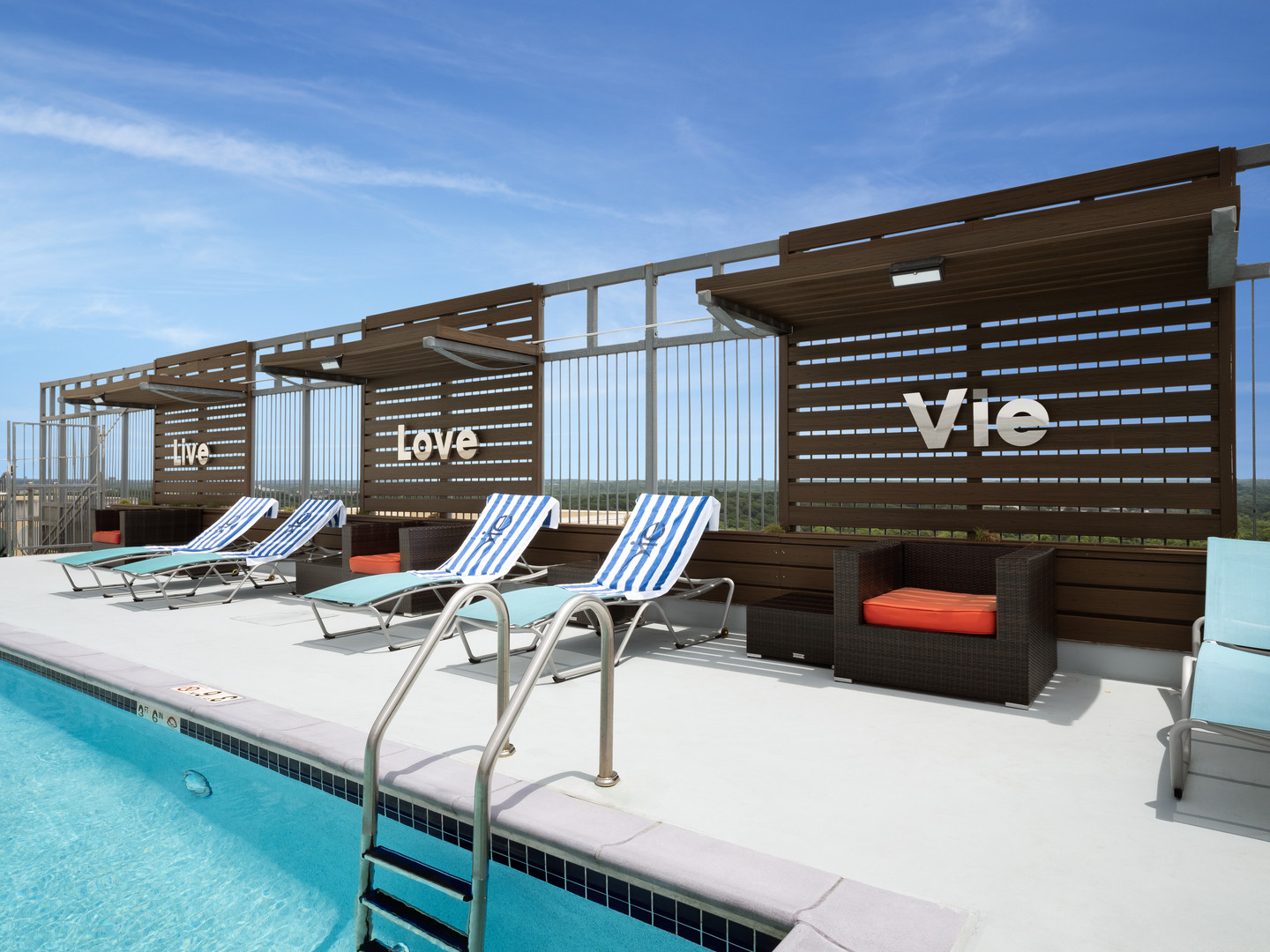 Vie Towers Pool