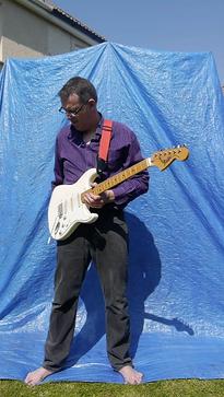 Blue screen guitar2.png