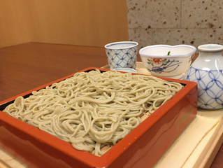 Q. How come Japanese people slurp Japanese and Chinese noodles but not spaghetti?  ○ (写真挿入) 質問:何故、日本