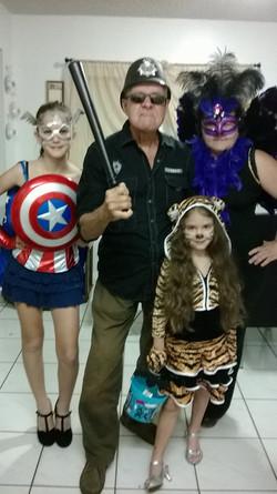 Pedro, hija y nietas