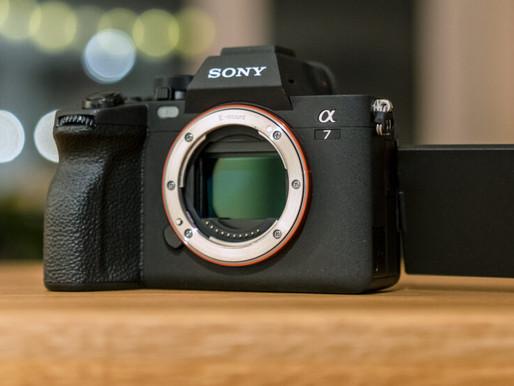 """Lançamento: Sony a7 IV - uma câmera mirrorless de """"entrada"""" bastante avançada"""