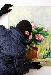 art-stealing-thief-thinkstockphotos-4590