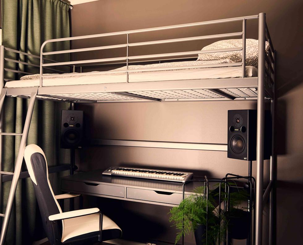 Studio 6/bedroom