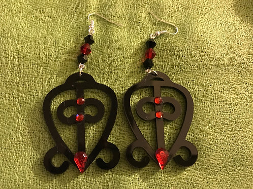 ODO NNYEW FIE KWAN Black Acrylic Earrings w/Re