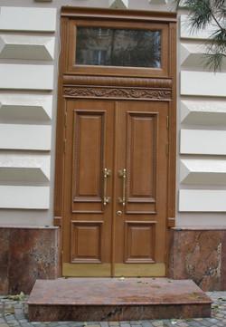 Входная дверь двойная из дуба