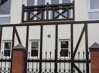 Раскладка из массива лиственницы по фасаду