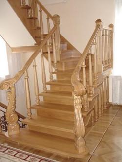 Лестницы, двери из массива на заказ