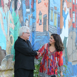 Flavia Garcia et José Maria Gianelli devant la murale La pointe all dress.