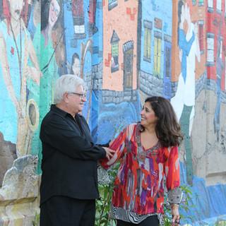 Flavia Garcia et José Maria Gianelli devant la murale La pointe all dress.