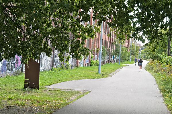 Walk 18 West Toronto Railpath Stroll 3 i